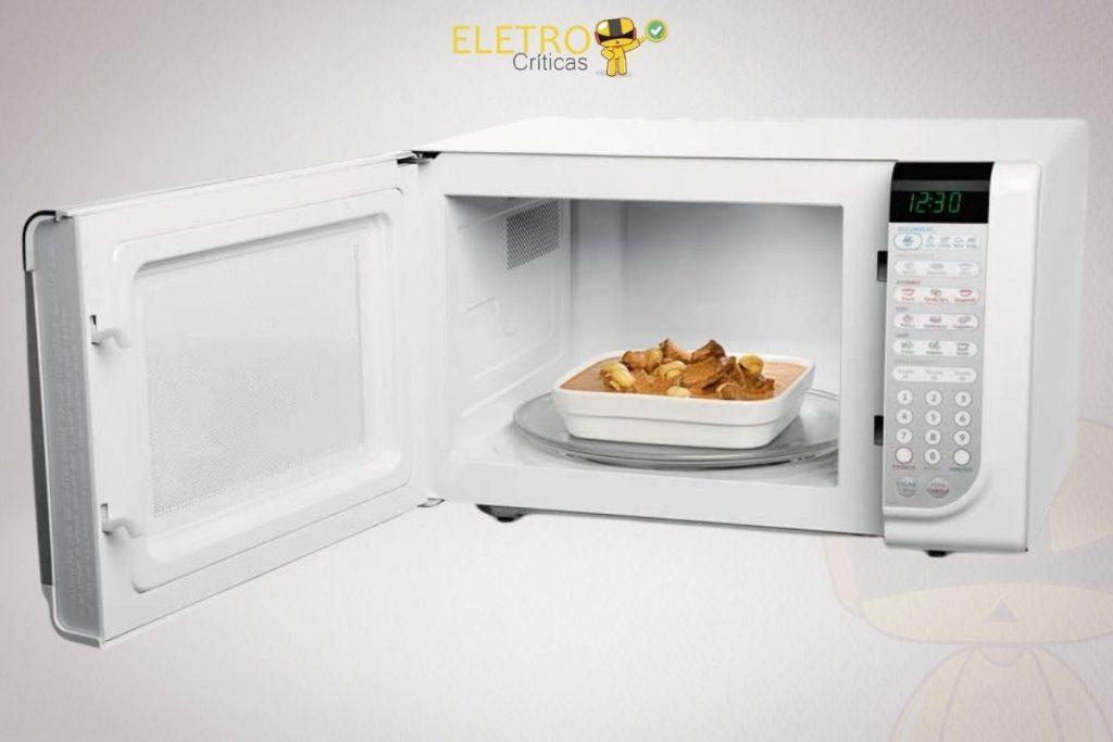 foto do modelo aberto com um prazo de comida esquentando